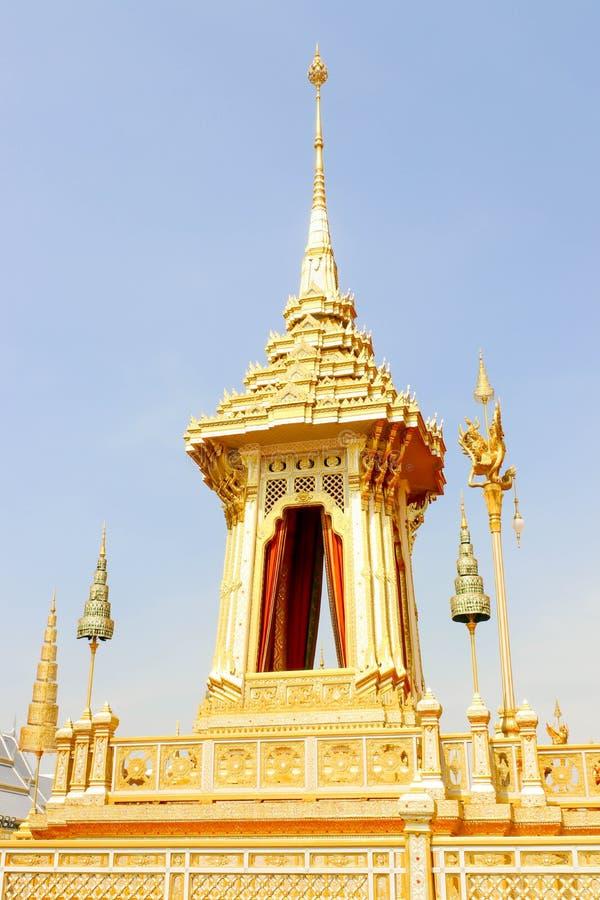 Única opinião bonita do ouro o crematório real para o HM o rei atrasado Bhumibol Adulyadej no 4 de novembro de 2017 imagens de stock royalty free
