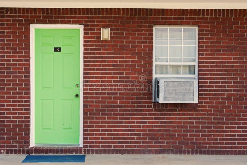 Única porta verde imagens de stock royalty free