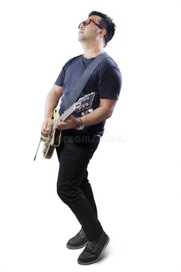 Único desempenho do guitarrista asiático fotos de stock royalty free