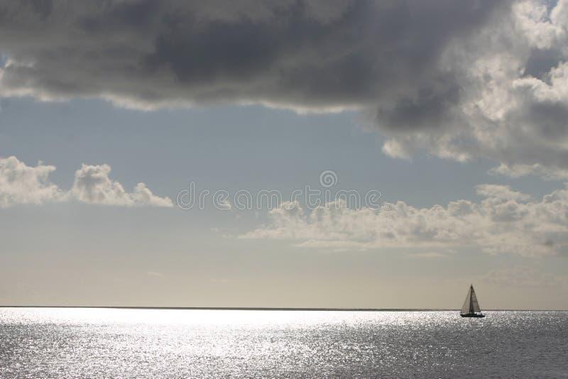 Único sailboat fotografia de stock royalty free