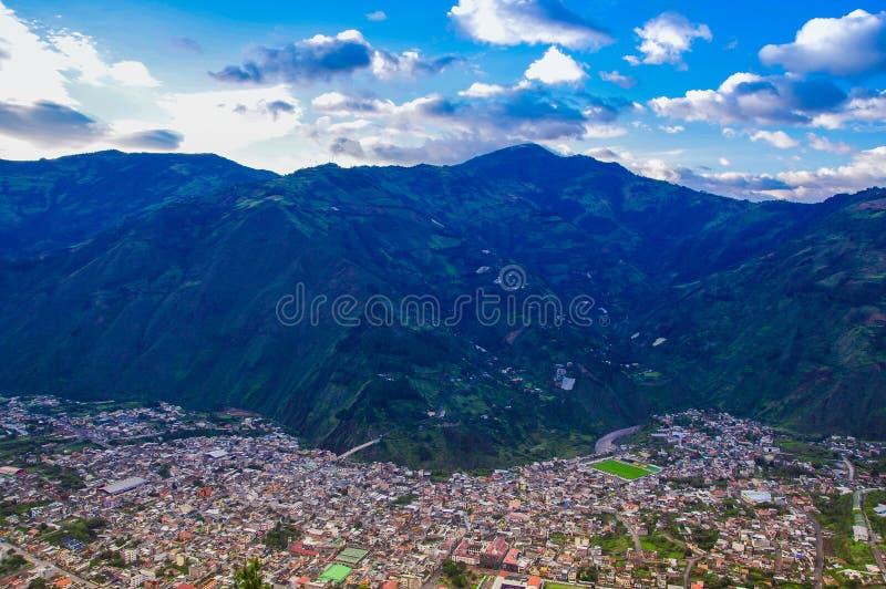 Über Ansicht der Stadt von Banos, Ecuador, Ansicht von der bellavista Beobachtungsstelle stockbild
