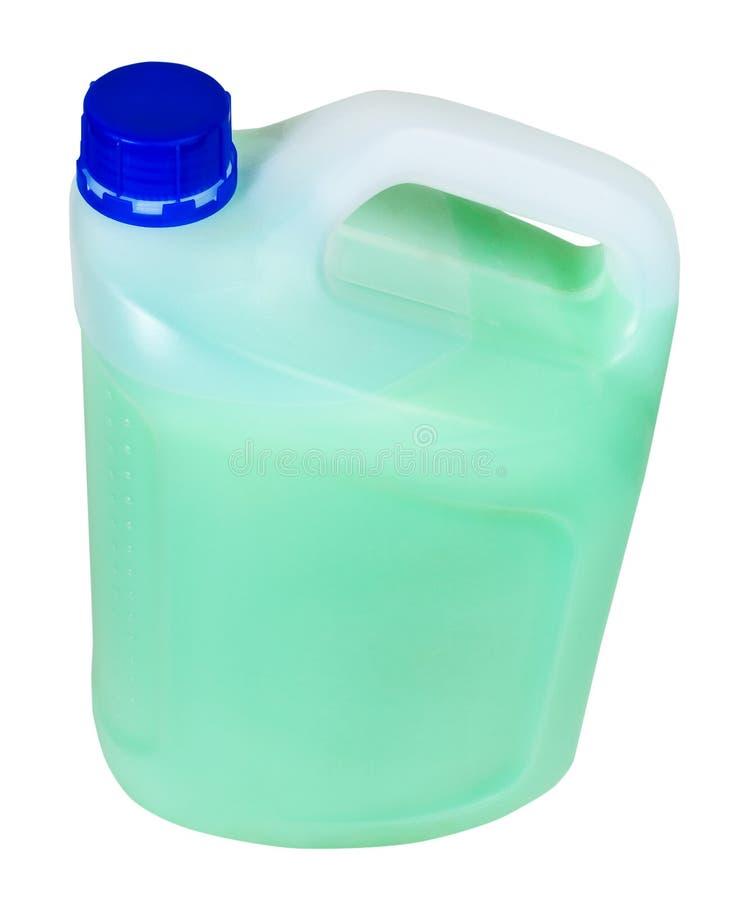 Über Ansicht des Plastikbenzinkanisters mit grüner Flüssigkeit stockfotos