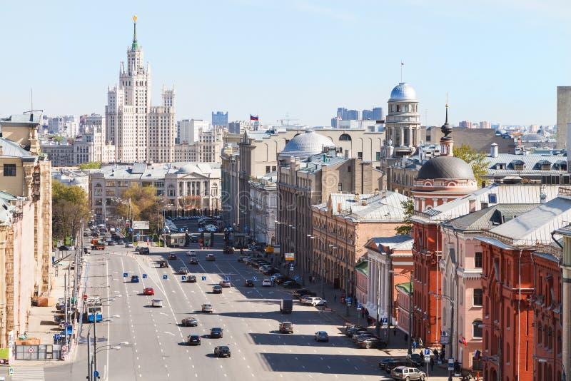 Über Ansicht von Quadrat Lubyanka und Novaya in Moskau stockbilder