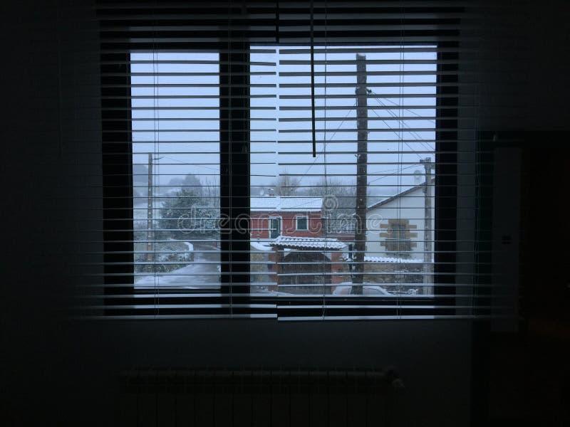 Über dem Fenster lizenzfreies stockfoto