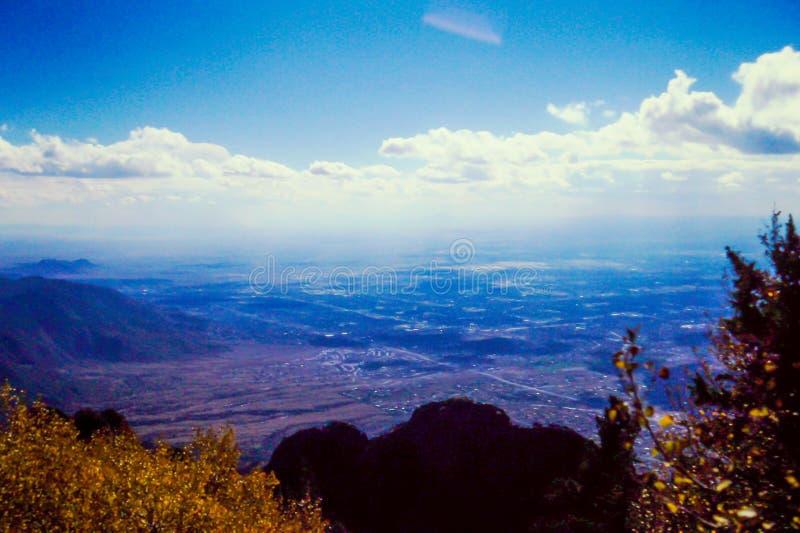 Über dem Schauen von Sante Fe, Nanometer von Albuquerque, Nanometer lizenzfreie stockfotografie