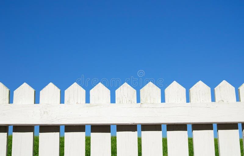 Über dem Zaun stockfotografie