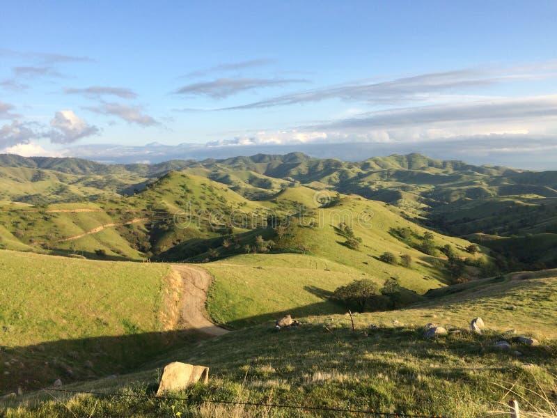 Über den Hügeln stockbild