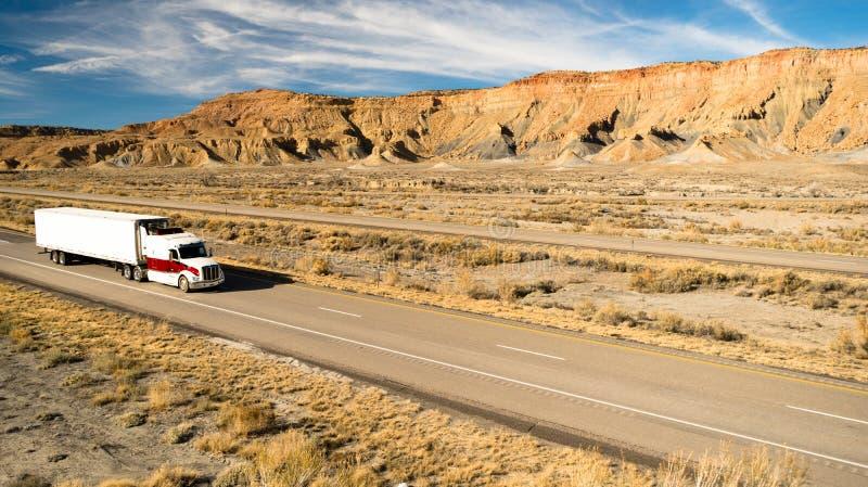 Über der Straßen-Fernstrecke 18 Wheeler Big Rig Truck stockbild