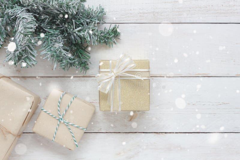 Über Draufsichtluftbild von Verzierungen u. von Dekorationen frohe Weihnachten u. guten Rutsch ins Neue Jahr lizenzfreie stockfotografie