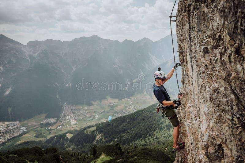 Über Ferrata, das in Österreich klettert stockfoto