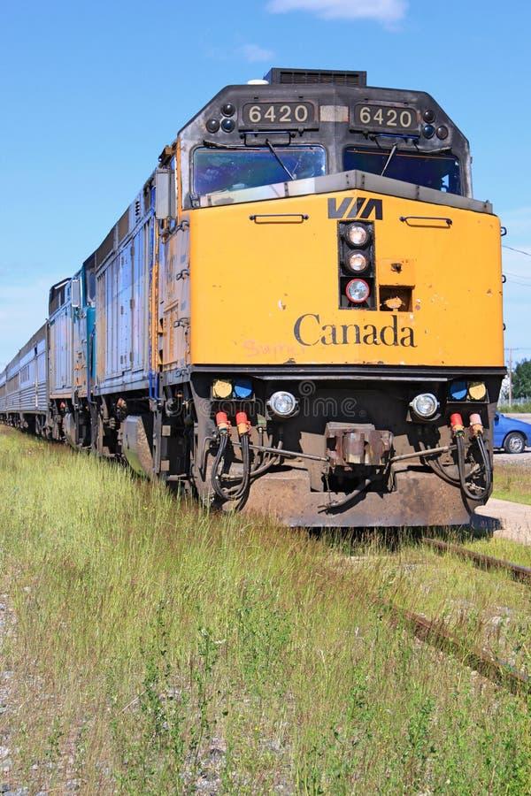 A ÜBER Schienenzug in Thompson, Manitoba lizenzfreie stockfotos