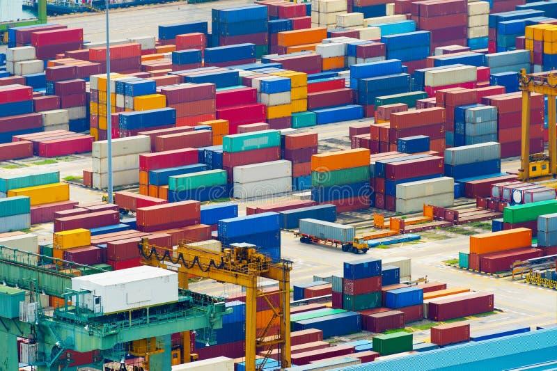 Überbelasteter industrieller Transporthafen Singapurs lizenzfreie stockbilder