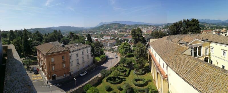 Überblick über Benevento vom Rocca-dei Rettori stockfoto