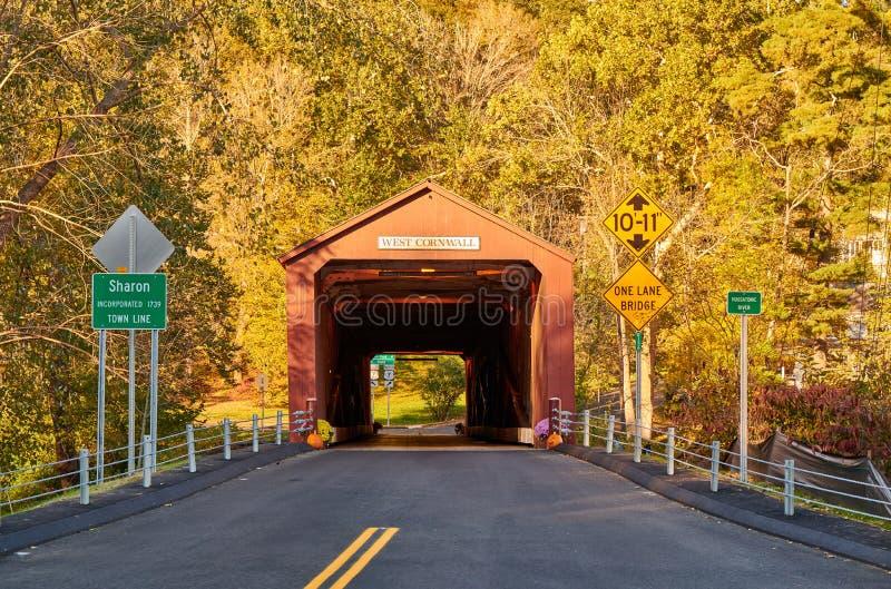 Überdachte Brücke in West-Cornwall, Connecticut stockfoto