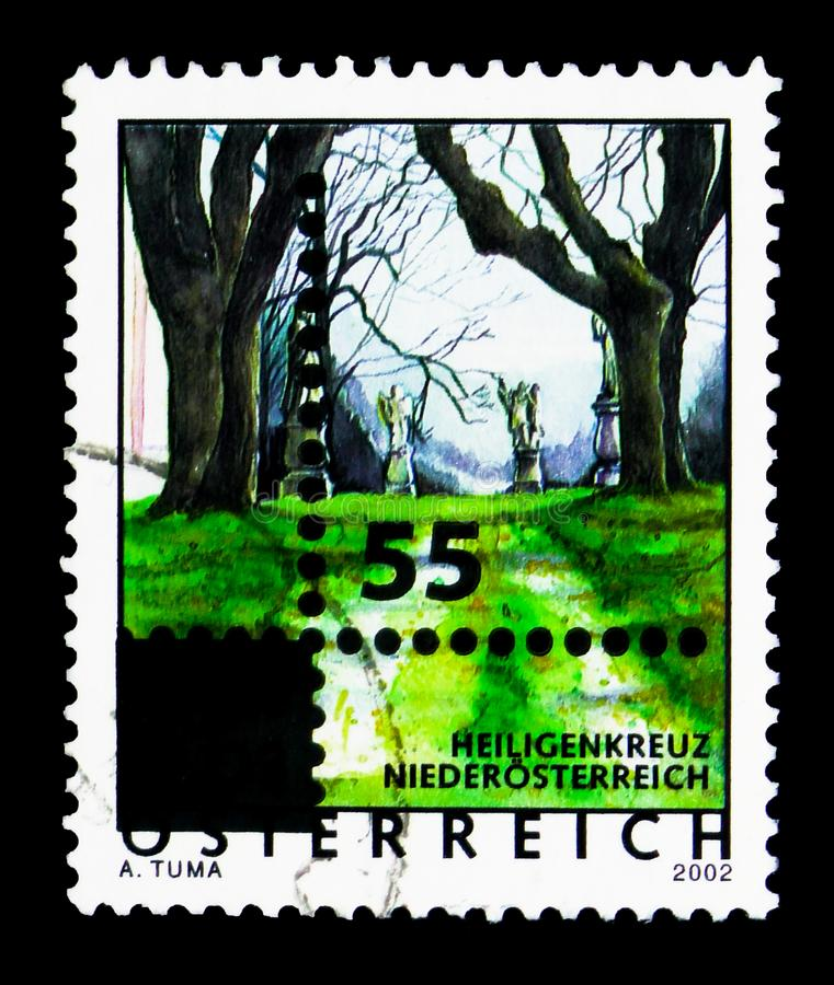 Überdruckte Briefmarke mit neuem Design - Perforierung, Feiertag stockfoto