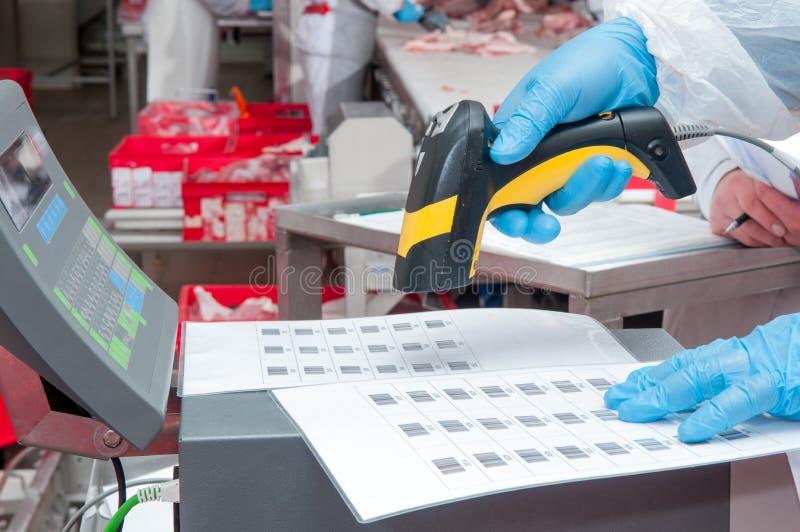 Übereignung von Waren-Barcode an der Fabrik lizenzfreies stockbild