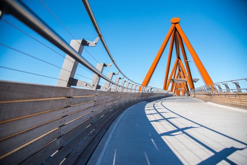 Überfahrtneue Fußgängerbrücke Yandhai Nepean bietet Wanderer und Radfahrer über dem Nepean-Fluss an stockbild