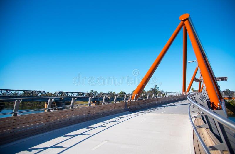 Überfahrtneue Fußgängerbrücke Yandhai Nepean bietet Wanderer und Radfahrer über dem Nepean-Fluss an stockfoto