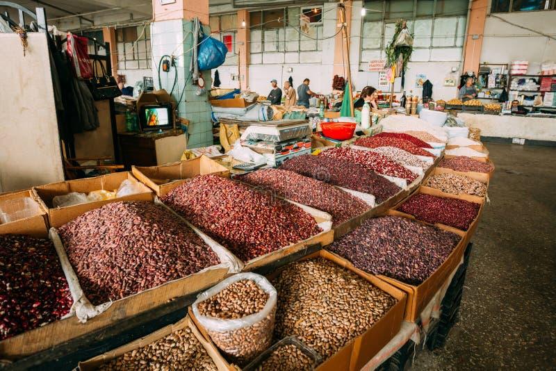 Überfluss habender Markt-Schaukasten mit breiter Palette von Varicolored Art von rohem stockfotos