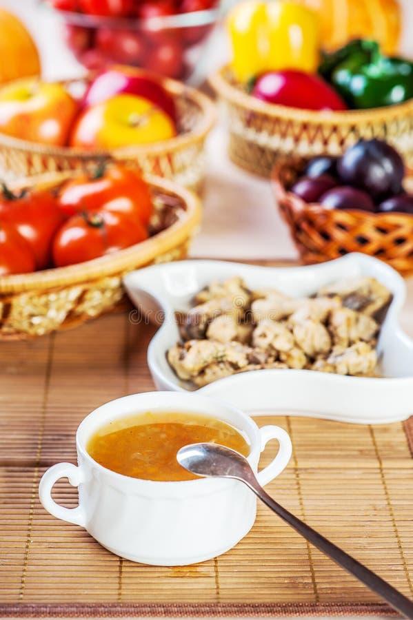 Überflusslebensmittelfleisch, Gemüse, Früchte lizenzfreie stockfotos