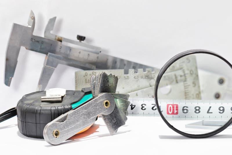 Übergang vom Edelstahl und von den Werkzeugen für Sichtbarmachung und measuri lizenzfreie stockfotografie