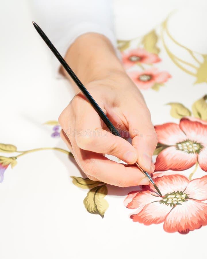 Übergeben Sie Anstrich Blumenauslegung stockfoto
