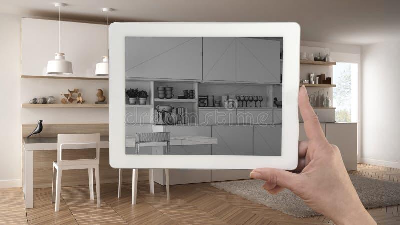 Übergeben Sie das Halten der Tablette, die moderne Küchenskizze zeigt oder das Zeichnen Re stockbilder