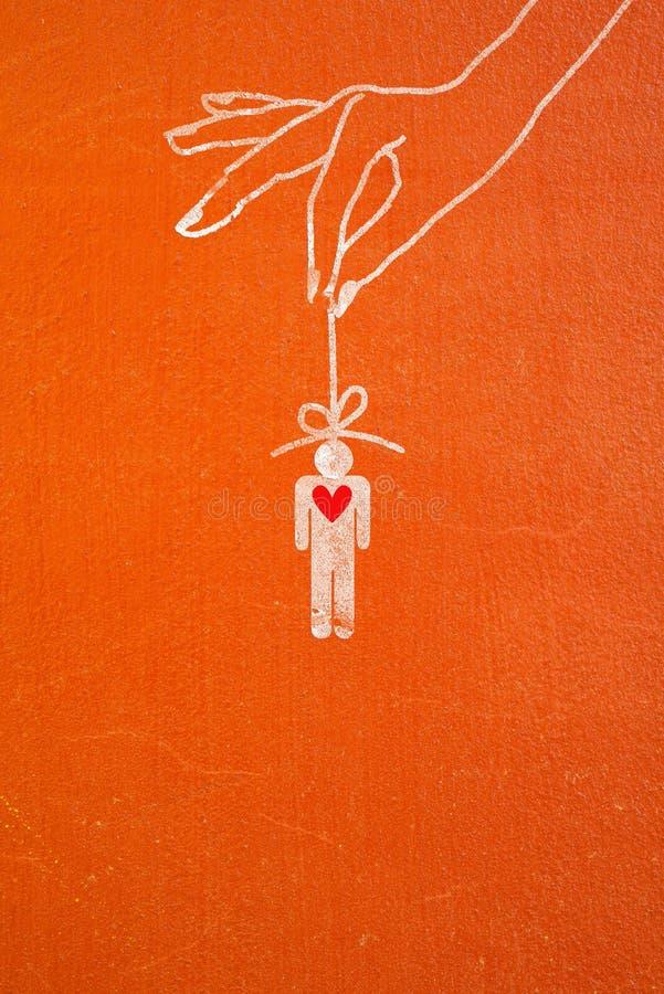 Übergeben Sie das Halten des Stockes mit Mann und rotem Herzen stockfotografie