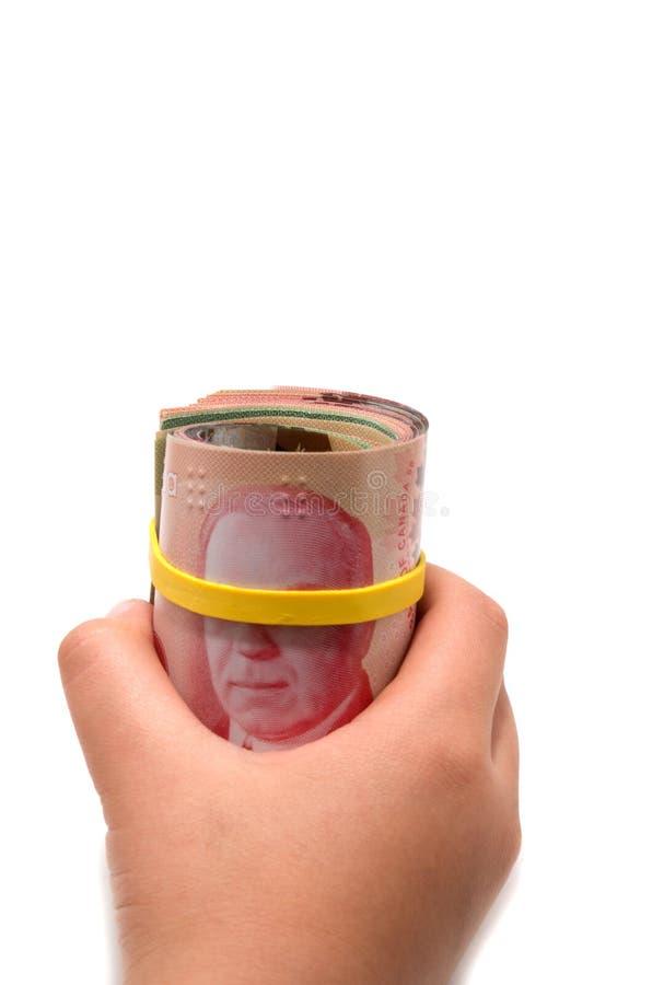 Übergeben Sie das Halten einer Rolle von 50 Dollar kanadisch stockbilder