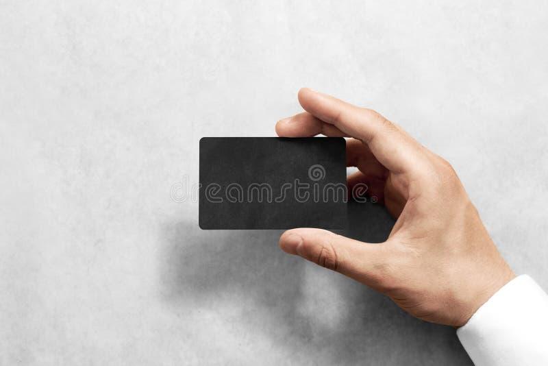 Übergeben Sie Griff leeres schwarzes Handwerkskartenmodell mit gerundeten Ecken lizenzfreies stockfoto