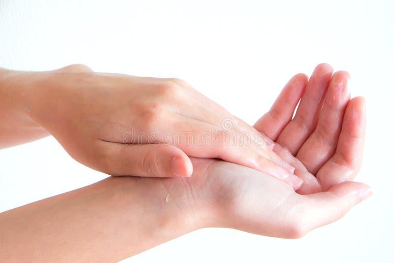 Übergebung Sahne an Hand mit lokalisiertem Hintergrund lizenzfreie stockfotos