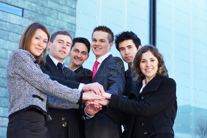 Übergibt junge Holding des Wirtschaftlers sechs zusammen lizenzfreie stockbilder
