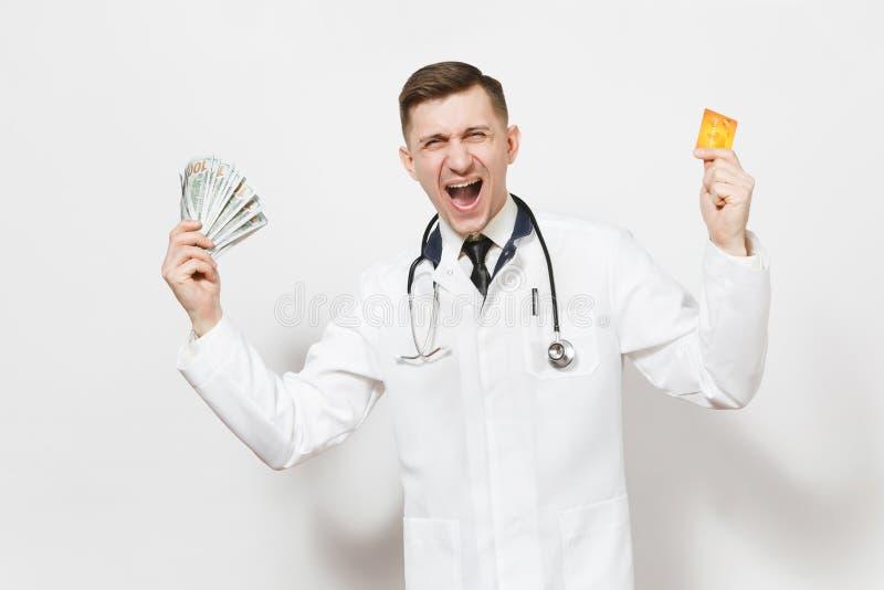 Überglücklicher junger Doktormann lokalisiert auf weißem Hintergrund Männlicher Doktor im medizinischen einheitlichen Stethoskoph stockfoto