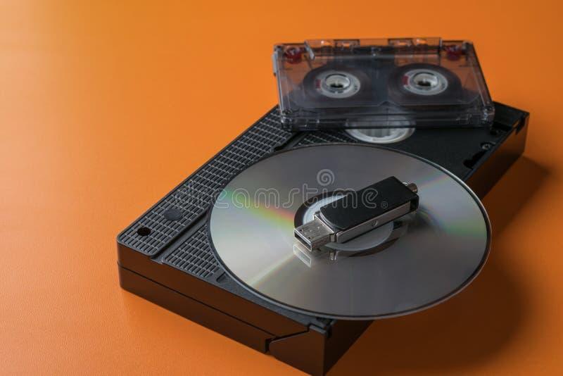 Überholte und moderne Datenträger lizenzfreie stockfotos