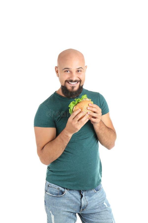 Überladener Mann mit Hamburger stockfoto
