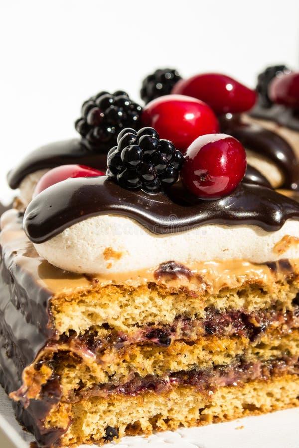 Überlagerter geschmackvoller Kuchen lizenzfreie stockbilder