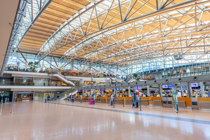 Überprüfen Sie herein Zähler auf Flughafen lizenzfreies stockfoto