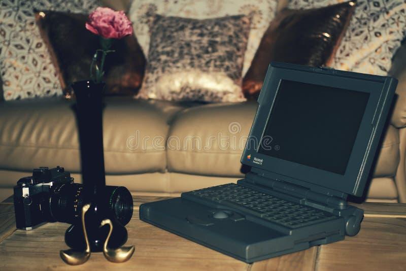 Überraschen Jahr-Laptop 1991 stockfotos