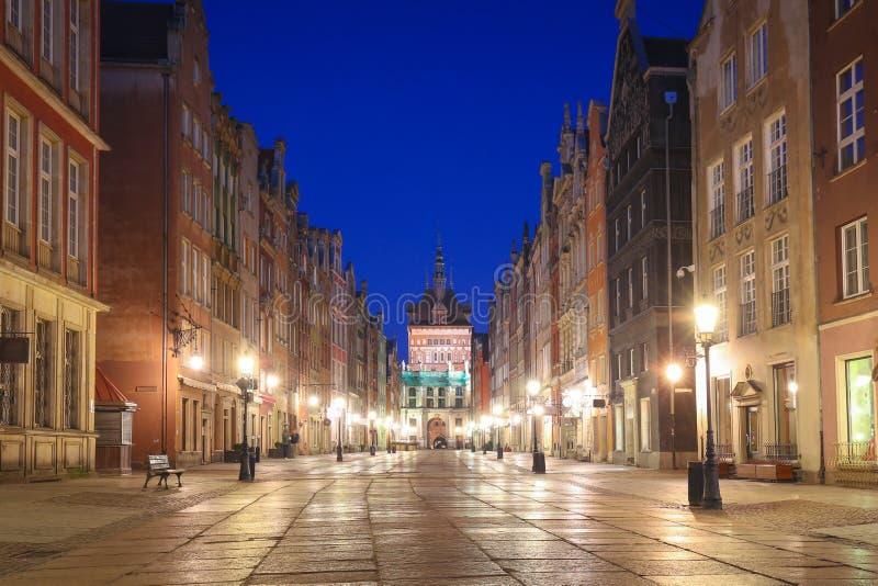 Überraschende Architektur der alten Stadt in Gdansk an der Dämmerung, Polen stockfotos
