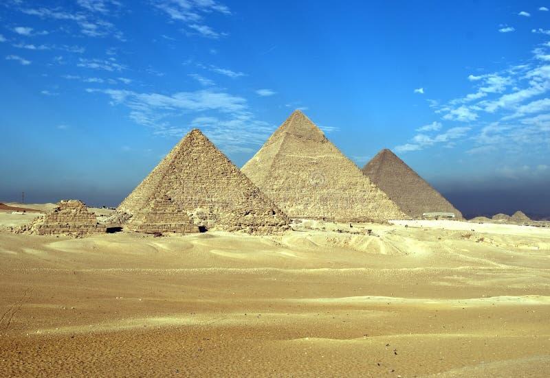 Überraschende Giza-Pyramiden stockfotografie
