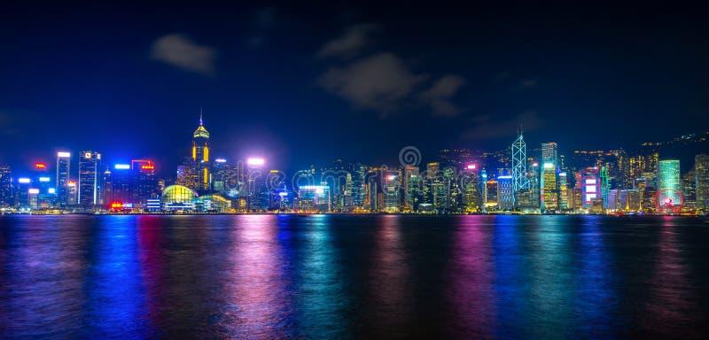 Überraschende Stadtlichter von Victoria-Hafen, Hong Kong stockfotos