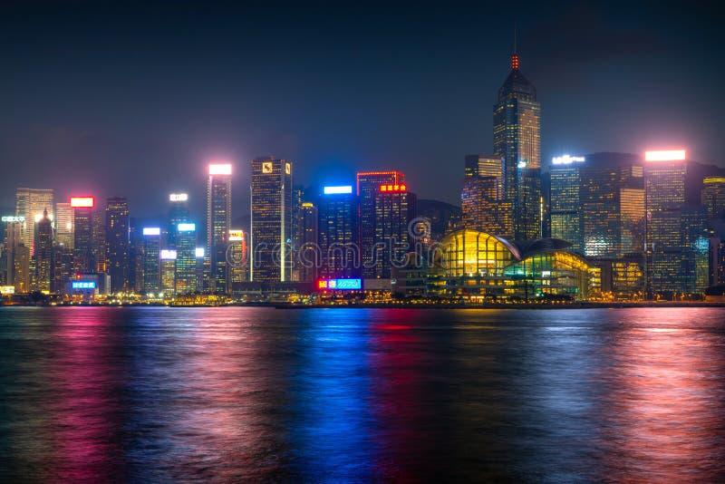 Überraschende Stadtlichter von Victoria-Hafen, Hong Kong lizenzfreie stockfotografie