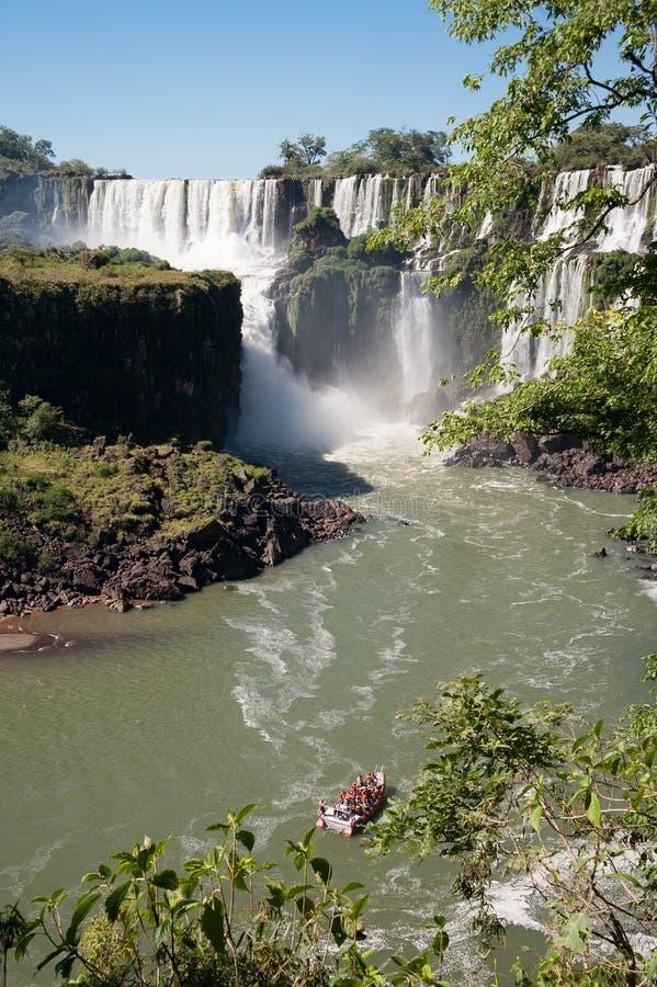 Überraschender Iguassu Wasserfall lizenzfreie stockbilder
