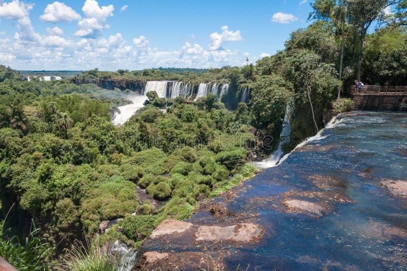 Überraschender Iguassu Wasserfall stockbilder