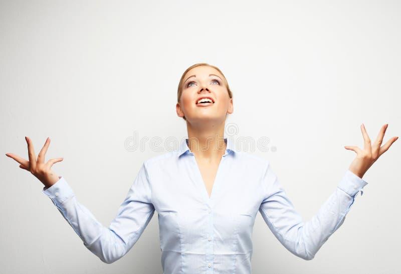 Überraschendes Geschäftsfrauporträt über weißem Hintergrund lizenzfreie stockfotografie