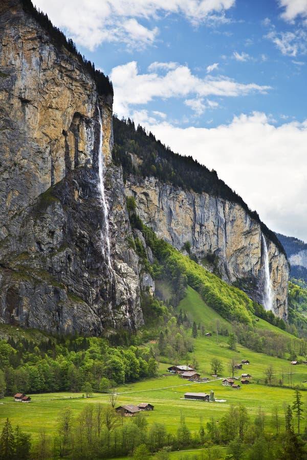 Überraschendes Lauterbrunnen-Dorf, die Schweiz stockbilder