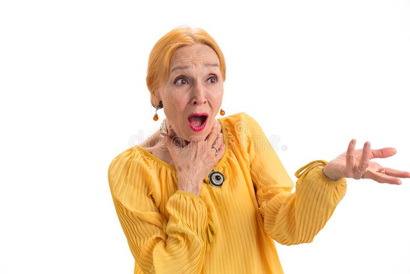 Überraschte ältere Frau lizenzfreie stockbilder