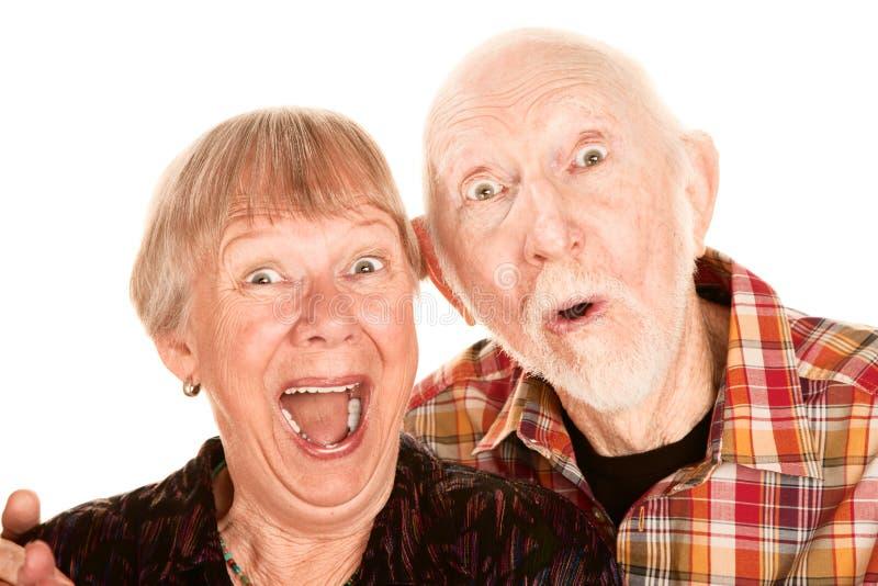 Überraschte ältere Paare lizenzfreie stockfotos