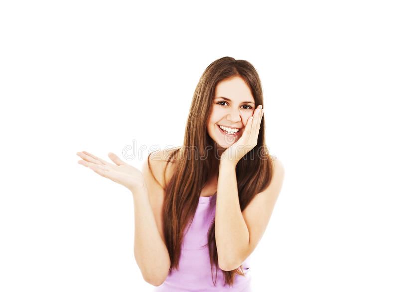 Überraschte Frau, die Produkt zeigt stockfotografie