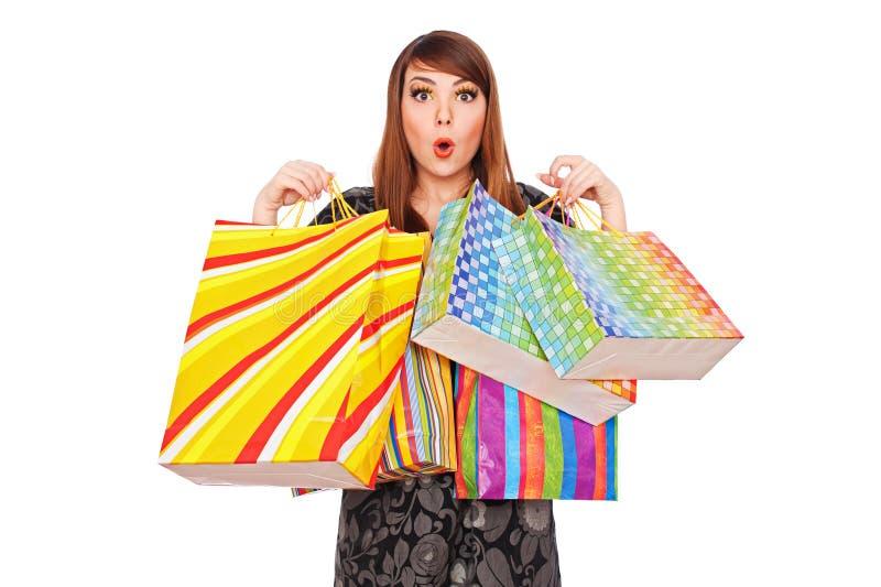Überraschte Frau mit Einkaufenbeuteln stockbild